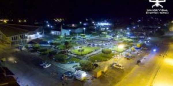 Praça da bíblia vista à noite., Por Lucas santos
