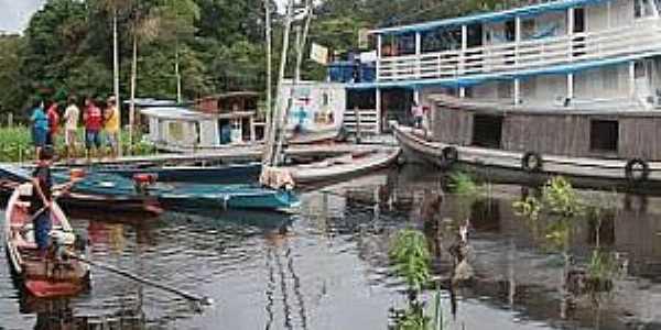 Itatupã-PA-Barcos ancorados no Rio Gurupá-Foto:Pedro Alves Vieira