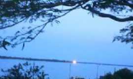 Itupiranga - início de noite na beira rio, Por c