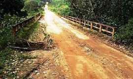 Caiubi - Caiubi-BA-Ponte na estrada de Caiubi-Foto:itapebiacontece.