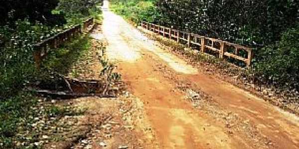 Caiubi-BA-Ponte na estrada de Caiubi-Foto:itapebiacontece.