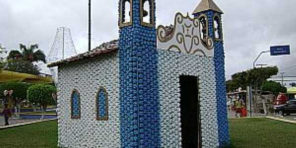 Caldas do Jorro-BA-Igreja simbólica feita com sucata na praça central-Foto:pt.wikipedia.