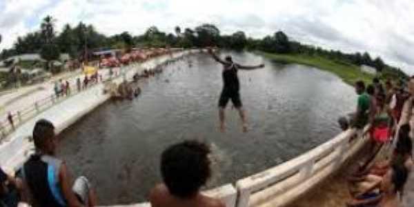 Ponte sobre o Rio Peixe-Boi  Por José Mendonça