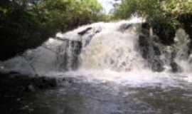 Placas - Localiza-se na vic. 57 a 30 Km Rod Transamazônica A Cachoeira Grande, localizada no Rio Curuá-Una, Por Giseli cristina