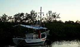 Camassandi - Barco no Rio das Donas em Camassandi-BA-Foto:Bigode45