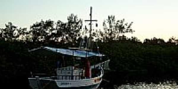 Barco no Rio das Donas em Camassandi-BA-Foto:Bigode45