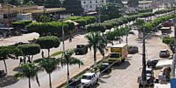 Avenida central e ao fundo Igreja de Rondon do Pará-PA-Foto:Fidelis Paixao