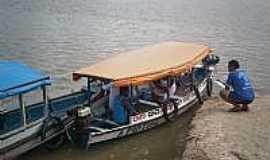 Salvaterra - Embarcação tipo rabeta, utilizada na travessia do rio Paracauari em Salvaterra-Foto:Fernando Macedo