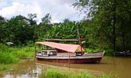 Santa Bárbara do Pará - Barco na Vila de Genipaúba-Foto:Odilson Sá
