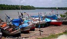 São Caetano de Odivelas - Barcos de pesca no Rio Mojuim em São Caetano de Odivelas-PA-Foto:Odilson Sá
