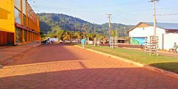 Tucumã-PA-Avenida dos Estados e ao fundo o Monte Tucumã-Foto:Angela Rodrigues