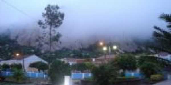 Neblina (vista de dentro da Igreja Nossa Senhora dos Milagres), Por Katiuscia Dantas