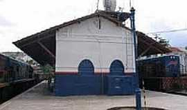 Candeias - Esta��o Ferrovi�ria em 16/01/2005 em Candeias-BA-Foto:Ralph M. Giesbrecht