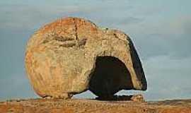 Cabaceiras - Pedra do Capacete,Lajeado do Pai Mateus em Cabaceiras-Foto:flickr.