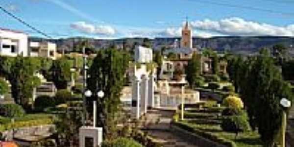 Igreja Matriz e praça de Candiba-Foto:john o fera