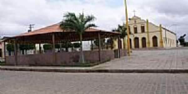 Praça em frente a Igreja, por Thiago Reis.