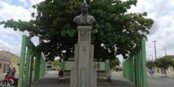busto de epitácio pessoa, nome dado a essa praça. foto arquivo nivaldo nas trilhas, Por nivaldo nas trilhas de itabaiana pb.