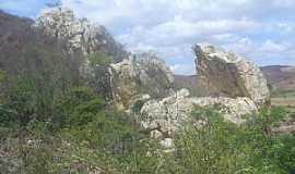 Juru - Juru-PB-Pedra sobre fonte de �gua-Foto:LUIZ ANTONIO FERNANDES