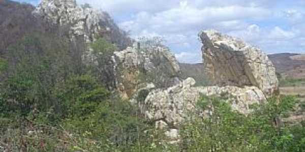 Juru-PB-Pedra sobre fonte de água-Foto:LUIZ ANTONIO FERNANDES