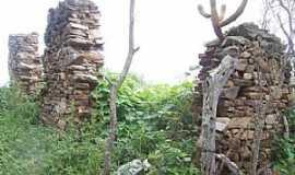 Olivedos - Situada na comunidade de Curralinhos, próximo a zona urbana do município de Olivedos, ainda hoje sobrevive ruínas de uma das primeiras construções, estimada do século XVIII.