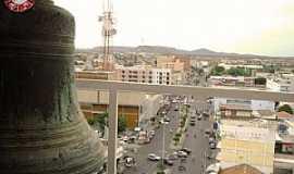 Patos - Patos PB - Avenida Solon de Lucena - Vista da Torre da Catedral. Foto: Batistinha Linhares.