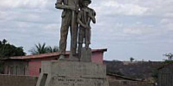 Monumento do Cossaco em pra�a de Pianc�-PB-Foto:GustavoFarias