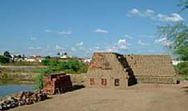 Pombal - Forno para cozer tijolo artesanal em Pombal-PB-Foto:merit_neit