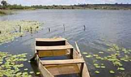 Princesa Isabel - Velho barco no A�ude Jatob� em Princesa Isabel-Foto:Alessandro Bezerra A�