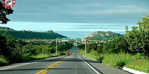 BR 104 - saída para região do Cariri Oriental, Vista da cidade de Queimadas PB. Foto: Egberto Araújo.