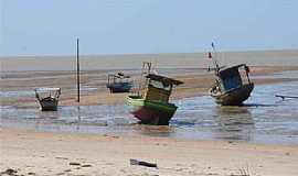 Caravelas - Caravelas-BA-Barcos na maré baixa-Foto:Beto Novaes