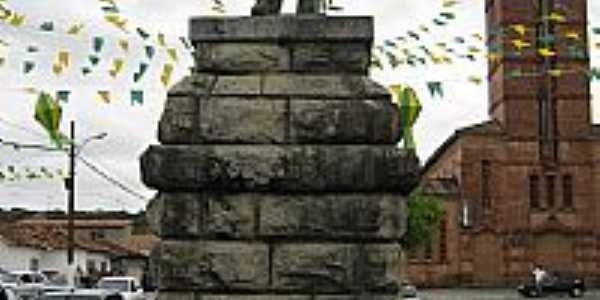 Estátua do Cel.Federico João Lundgren,fundador de Rio Tinto-PB-Foto:ppedrofreitas