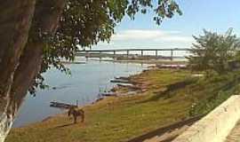 Carinhanha - Ponte sobre rio S�o Francisco - foto por Marcelo Tchesco