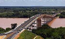 Carinhanha - Ponte sobre o Rio S�o Francisco foto por Faelzinho