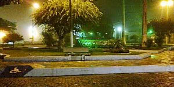 Praça Iniguaçu, Centro
