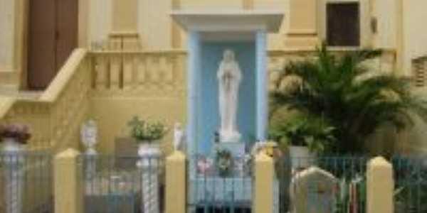 Altar da Virgem dos Pobres, Por Valéria Alves