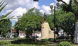 Castro Alves - Estátua de Castro Alves na Praça Centenário em Castro Alves-BA-Foto:GERALDO ARAUJO