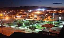 Castro Alves - Vista noturna da Pra�a Dion�sio Cerqueira em Castro Alves-BA-Foto:dgbrum