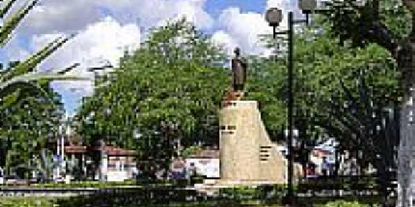 Estátua de Castro Alves na Praça Centenário em Castro Alves-BA-Foto:GERALDO ARAUJO