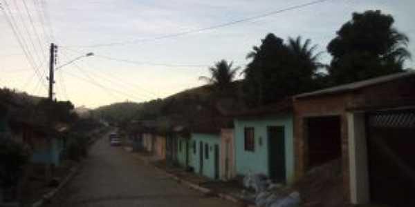 Rua do meio ea entrada da vila Bentivi, Por Nina