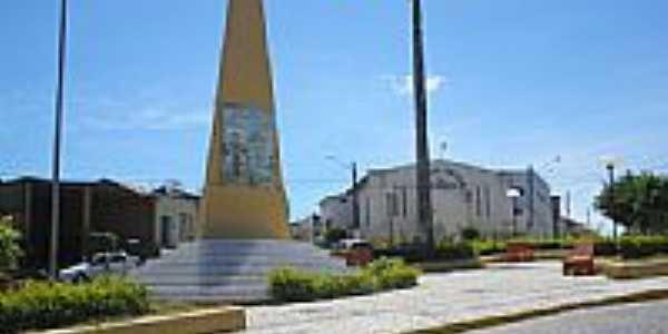 Obelisco ao Papacaça e Igreja de Bom Conselho-Foto:tenorio cavalcante