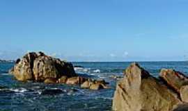 Cabo de Santo Agostinho - Pedras na praia de Cabo de Santo Agostinho -PE-Foto:Emerson R. Zamprogno