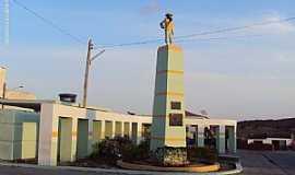 Capoeiras - Capoeiras-PE-Monumento ao Trabalhador Rural-Foto:Sergio Falcetti
