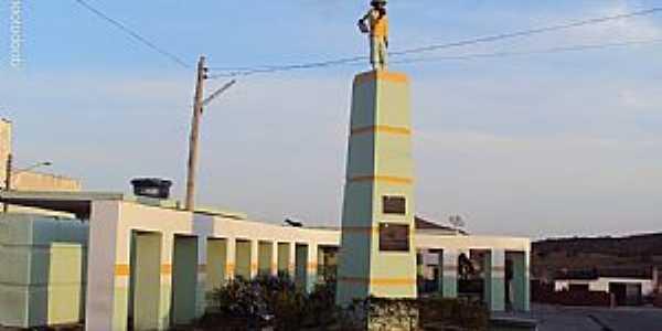 Capoeiras-PE-Monumento ao Trabalhador Rural-Foto:Sergio Falcetti