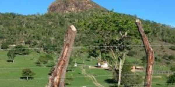 Morro Bom Sucesso visto da fazenda Bom Sossego., Por Emilson Vieira da Silva