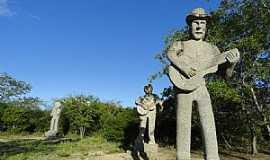 Fazenda Nova -  Fazendo Nova e o parque das esculturas gigantes de pedras granitos feitas pelos artesões da região - por Walter Leite