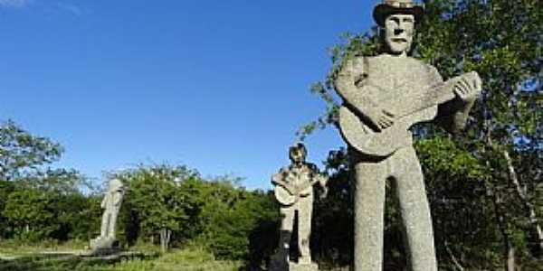 Fazendo Nova e o parque das esculturas gigantes de pedras granitos feitas pelos artesões da região - por Walter Leite