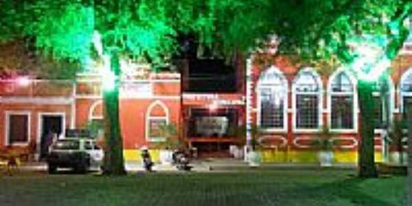 Vista noturna da Prefeitura Municipal de Floresta-PE-Foto:gilberto ferraz