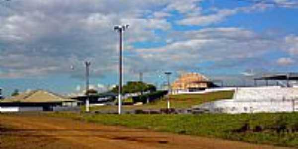 Parque de Exposições de Iretama por Fernando César Rossi...
