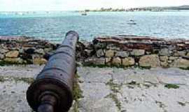 Itamarac� - Canh�o do Forte apontado para a Ilhota da Coroa do Avi� em Itamarac�-PE-Foto:Emerson R. Zamprogno