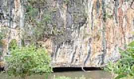 Cocos - Pared�o de pedra e o Rio Itaguari em Cocos-BA-Foto:R�mulo Henok